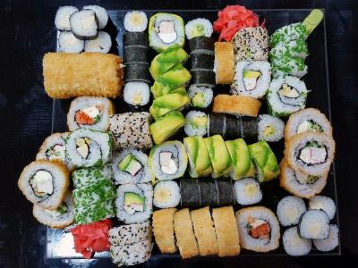 90 piezas de sushi en Maki Sushi, Providencia