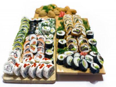 102 piezas de sushi en Hi No Hana Sushi, La Florida