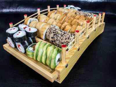 80 piezas de sushi en Yokomo Sushi, Providencia