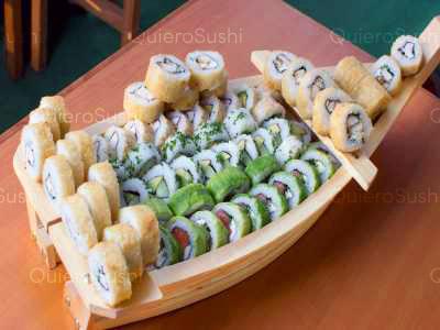 75 piezas de sushi en Konichi Sushi, Macul