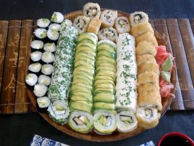 74 piezas de sushi en Sushi Sunday Delivery, Macul
